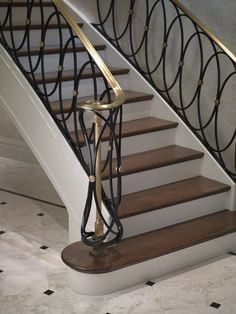 Laura Barnett Design charisma design- like railing Staircase Railing Design, Luxury Staircase, Modern Stair Railing, Wrought Iron Stair Railing, Staircase Handrail, Home Stairs Design, Balcony Railing Design, Modern Stairs, Interior Stairs