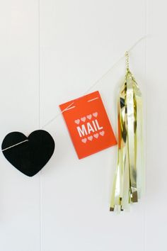 Make this festive banner with Martha Stewart Crafts Chalkboard Paint and Love Notes Paper Cards Set! This easy tutorial was creative by Best Friends for Frosting! #marthastewartcrafts #12monthsofmartha