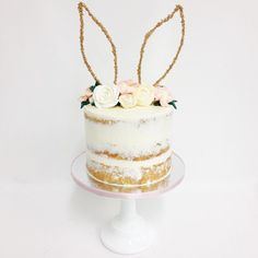 Cute bunny cake for bunny party Easter Brunch, Easter Party, Beautiful Cakes, Amazing Cakes, Bunny Ears Headband, Ear Headbands, Dessert Original, Party Fiesta, Bunny Party