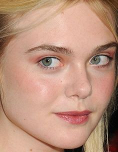 Close-up of Elle Fanning at the 2015 premiere of 'Trumbo'.