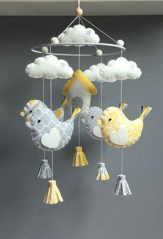 """SUR COMMANDE - Mobile décoratif  """"oiseaux et nichoir"""" en feutrine et tissus assortis Bird Mobile, Hanging Mobile, Felt Doll Patterns, Felt Crafts Diy, Baby Crib Mobile, Baby Rattle, Baby Store, Felt Dolls, Felt Ornaments"""