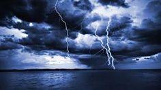 Garder la psychologie de la Jeunesse tout en goûtant un réel plus au-delà que la simple vision des choses, lors d'une pluie fougueuse d'orage (mystérieuse visiteuse des airs, voyageuse sérieuse de la Vie, Pluie....), et, l'œil de Dieu à travers l'œilleton...