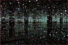 《生命の輝きに満ちて》2011年 Courtesy of Ota Fine Arts, Tokyo / Singapore; Victoria Miro Gallery, London; David Zwirner, New York © YAYOI KUSAMA