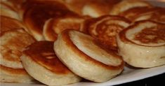 Fluffy pancakes on boiled yogurt - the most delicious and lush . Pancakes recipe for my mom! It turns out very fluffy, soft and sweet. Kefir Recipes, Cooking Recipes, Light Snacks, Fluffy Pancakes, Russian Recipes, Fritters, Breakfast Recipes, Food And Drink, Favorite Recipes