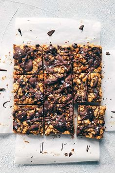 Nutritious Snack Tips For Equally Young Ones And Adults Vegan Chocolate Caramel Bars Carmelitas Evergreen Kitchen Vegan Healthy Bars, Healthy Vegan Snacks, Vegan Treats, Yummy Snacks, Vegan Desserts, Vegan Protein, Protein Bars, High Protein, Healthy Brownies