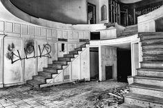 Urban Exploration : Abandoned House CLICK SHOW MORE TO READ HISTORY AND DISCLAIMER http://www.AbandonedSteve.com https://www.facebook.com/SteveAbandonedExplo...