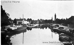 Foto 1930, de haven gezien vanaf de S.H. Veerbrug, gezien naar het centrum na de verbreding van van de haven in 1922