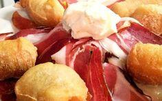 Acqua, latte, farina, lievito e 40 minuti di pazienza: così a #Firenze nascono gli appetitosi #Coccoli. #Casarovai aggiungerà un pizzico di sale indicandoti i luoghi migliori dove assaggiarli. www.casarovai.com