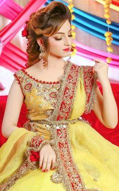 Pakistani Bridal Makeup, Pakistani Wedding Dresses, Pakistani Dress Design, Pakistani Girl, Indian Dresses, Stylish Dresses For Girls, Stylish Girls Photos, Girls Dresses, Beautiful Girl Indian