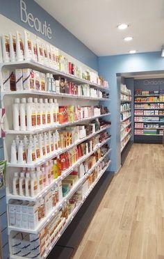 Nuevo y casi nuevo Thrift Shop Baby Store Display, Store Displays, Shop Interior Design, Store Design, Retail Display Shelves, Cosmetic Shop, Cosmetic Stores, Home Bar Cabinet, Supermarket Design