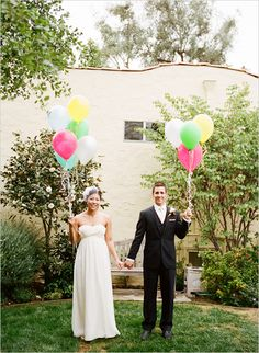 backyard wedding ideas  THIS IS THE WEBSITE WITH ALL THE HANDY DIYS!