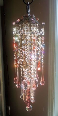 A Beautiful Garden Antique Crystal Wind Chime - etsy Crystal Wind Chimes, Diy Wind Chimes, Carillons Diy, Diy Crafts, Mobiles, Los Dreamcatchers, Victorian Gardens, Glass Garden, Home And Deco