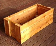 Storage crate made from pallet wood. Can be made any size according to the length of the longest available pallet slat piece. Interesting way to secure the end pieces. Leave natural, stain, or paint.