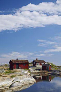 Der Stockholmer Schärengarten besteht aus ungefähr 30 000 Inseln, Schären und Felsen, die sich 80 km östlich vom Stadtzentrum in die Ostsee erstrecken.