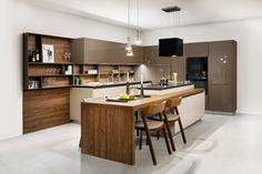 moderna kuchyna HANAK na mieru, moderne prirodne farby kuchyne v teplych tonoch kombinovane s drevom
