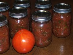 Canned Salsa--step by step directions on how to can salsa. It even includes a salsa recipe. I'll be doing this soon!