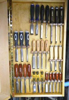 Supports pour ciseaux à bois https://atelierdubricoleur.wordpress.com/2015/09/07/wood-chisel-holders-supports-pour-ciseaux-a-bois/