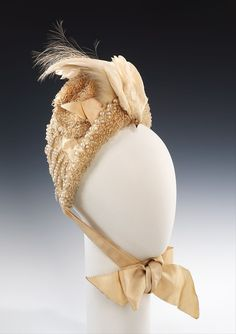 Bonnets that Deserve Better: A Dozen Ugly Ducklings in the Met's Headwear Collection – The Pragmatic Costumer 1880s Fashion, Victorian Fashion, Vintage Fashion, French Fashion, Vintage Style, Vintage Weddingdress, Vintage Dresses, Vintage Outfits, Vintage Hats
