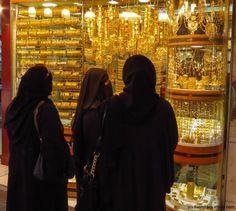Dubai Gold Souk window shopping #dubai #shopping #gold #travel #travelphotography