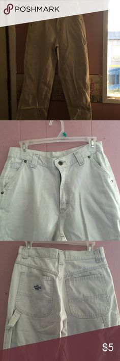 """LEE DUNGAREES BOYS SIZE 9 MEDIUM THESE ARE BOYS SIZE 9 MED. BOYS LEE DUNGAREES. CARPENTERS PANTS HAS A SMALL HOLE IN WHCH I DID TAKE A PICTURE OF IT INSEAMS MEASURES 32"""" I OFFER A 15% DISCOUNT WHEN YOU BUNDLE 3 OR MORE ITEMS IF YOU HAVE A QUESTION PLEASE ASK LEE DUNGAREE Bottoms Overalls"""