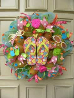 Whimsical and Fun Flip Flop Deco mesh Door Wreath - Home Decor - Patio Decor in Floral Decor Wreath Crafts, Diy Wreath, Wreath Ideas, Candy Wreath, Wreath Making, Flip Flop Wreaths, Deco Mesh Wreaths, Burlap Wreaths, Summer Wreath