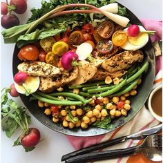 The weather today is making me wanna dance and sing!! The kitchen's a disaster but lunch is served!! Takers??  Looking to eat a rainbow for lunch then come on by and dig in!! GRILLED CHICKEN HAZELNUT SPICED CHICKPEAS FRENCH BEANS RADISH ROMAINE RAMPS & EGGS W NO OIL BALSAMIC DRESSING!!! Recipe up on the blog later today!! #chef #chicken #catering #fitpic #food52 #foodporn #salad #beans #toronto #fitness #healthy #nutrition #eatlocal #food #foodie #snack #feedfeed @thefeedfeed #huffposttaste…