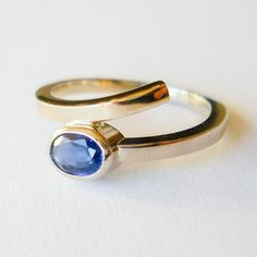 Fairtrade gold ring with a beautiful sapphire ♡ custom made by Hoogenboom & Bogers Edelsmeden  Www.hoogenboombogers.com
