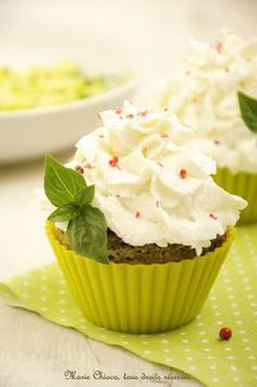 Cupcakes chaud-froid aux jeunes courgettes, pesto, et chèvre frais / Zucchini, pesto and goat cheese cupcake / #cupcake #salted #creative #pesto