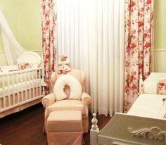 Quarto de bebê floral provençal verde e rosa