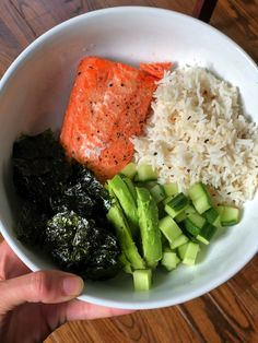 Healthy Snacks sushi in a bowl - salmon, rice with rice vinegar and sesame, cucumber, avocado, seaweed snacks Healthy Meal Prep, Healthy Snacks, Healthy Recipes, Healthy Sushi, Healthy Dishes, Rice Recipes, Healthy Cooking, Clean Eating Snacks, Healthy Eating
