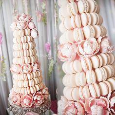 Macaroon and peonie tower. Macaroon Wedding Cakes, Macaroon Cake, Pink Dessert Tables, Pink Desserts, Alternative Wedding Cakes, Wedding Cake Alternatives, Gorgeous Cakes, Pretty Cakes, Amazing Cakes