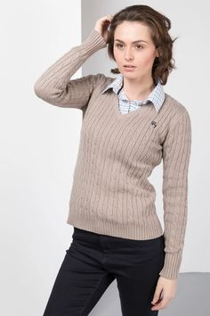 Rydale Cable Knit Jumper Oatmeal Size S UK 8 FF 14 günstig kaufen Tweed Jacket, Jumper Designs, Preppy Sweater, Chunky Knit Jumper, Country Shirts, Pullover, Lady, Types Of Sleeves, Long Sleeve Tops