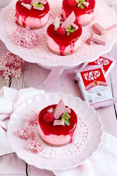 Raspberry Dessert Tartlets with KitKat Ruby - www. Desserts To Make, Mini Desserts, Raspberry Desserts, Raspberry Tarts, Cupcakes, Sweets Cake, Eat Dessert First, Mini Cakes, No Bake Cake