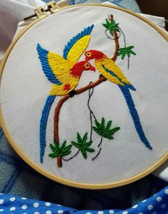 Hand Embroidery Design Patterns, Flower Embroidery Designs, Crewel Embroidery, Modern Embroidery, Cushion Cover Designs, Indian Folk Art, Pattern Design, Bird Embroidery, Bird Drawings