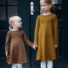 Free knitting patterns for Autumn : love this child's wool dress for little girls knitting pattern by petite knits. click through to find out where to get the pattern as well as to discover lots of other free knitting pattern ideas for autumn Knitting For Kids, Baby Knitting Patterns, Free Knitting, Knitting Dress Pattern, Finger Knitting, Knitting Machine, Wool Dress, Knit Dress, Girls Knitted Dress