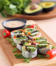 Smoked Salmon and Avocado Summer Rolls - Eat Spin Run Repeat