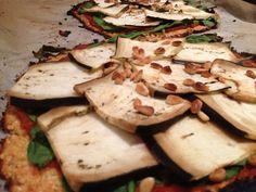 Vegetarisch recept voor gezonde pizza met bloemkool bodem. Een gezond alternatief voor het Italiaanse recept. Guilt free genieten!