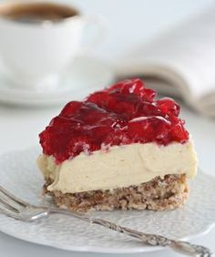 A wonderful recipe for a New York style cheesecake by Amy Wisniewski. This cheesecake is nice and tangy and i really love the fact it uses fresh strawberries. Even though the baking method may take a little longer than usual you get a nice smooth. Cheesecake Recipe From Scratch, Homemade Cheesecake, Easy Cheesecake Recipes, Dessert Recipes, Coffee Cheesecake, Oreo Cheesecake, Strawberry Cheesecake, Chocolate Cheesecake, Chocolate Pudding