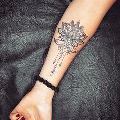 tattoo by goodtattooclub tatuaje tattoos tatuajes tattooed tatuaggio tatuagem art work ink tatted tattooist tattooartist Lotusblume Tattoo, Fake Tattoo, Herz Tattoo, Wrist Tattoos, Flower Tattoos, Body Art Tattoos, Girl Tattoos, Sleeve Tattoos, Tattoos For Women