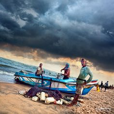 Fishermen, Negombo, Sri Lanka (www.secretlanka.com)