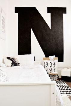 Chambre de garçon / Graphique en noir et blanc / Photo Charlysstyleoflife