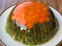 Aspic, la torta salata gelatinosa, con verdure e ortaggi. Ecco la ricetta vegetariana semplicissima; non occorre cucinarla.
