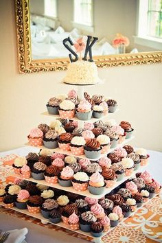 Cupcakes als Hochzeitstorte gestapelt - süß!