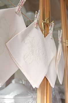 blog on how to make vintage napkins using machine embroidery