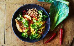 Kål i karry....eller karrykål. En dejlig måde at få masser af den sunde kål på. Her peppet op med både chili og koriander.