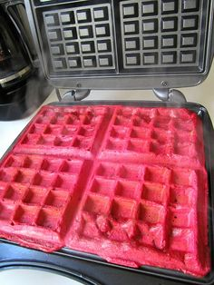 Pink beet waffles, for Valentine's Day Beet Recipes, Fruit Smoothie Recipes, Brunch Recipes, Baby Food Recipes, Brunch Food, Crepes And Waffles, Fluffy Waffles, Rainbow Waffles, Waffle Iron Recipes