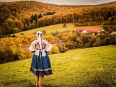 Spomienka na uplynulé jesenné fotenia v krojoch. Teším sa na tohtoročné ktoré začínajú už na jar#praveslovenske od @fotografka_vanda_golianova
