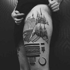 . Viel Platz für viele Details und ungewöhnliche Tattoo-Ideen: Die Oberschenkel Der menschliche Oberschenkel bietet für Tätowierungen sehr viel Platz. Die Tatsache, dass man hier Motive auch ein wenig diskret tragen kann, macht den Oberschenkel zu einer der beliebtesten Körperstellen für Tatto…