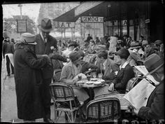 Café Le Dôme Paris 1925 Photo: André Kertész