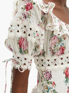 As they say, in style one day you remain in and the next day you're out. The stating holds true for trends and more so with style designers. Thus, keeping up with trends can be hard. Fashion Details, Boho Fashion, Spring Fashion, Fashion Dresses, Womens Fashion, Fashion Design, Fashion Trends, Beach Wear Dresses, Casual Dresses